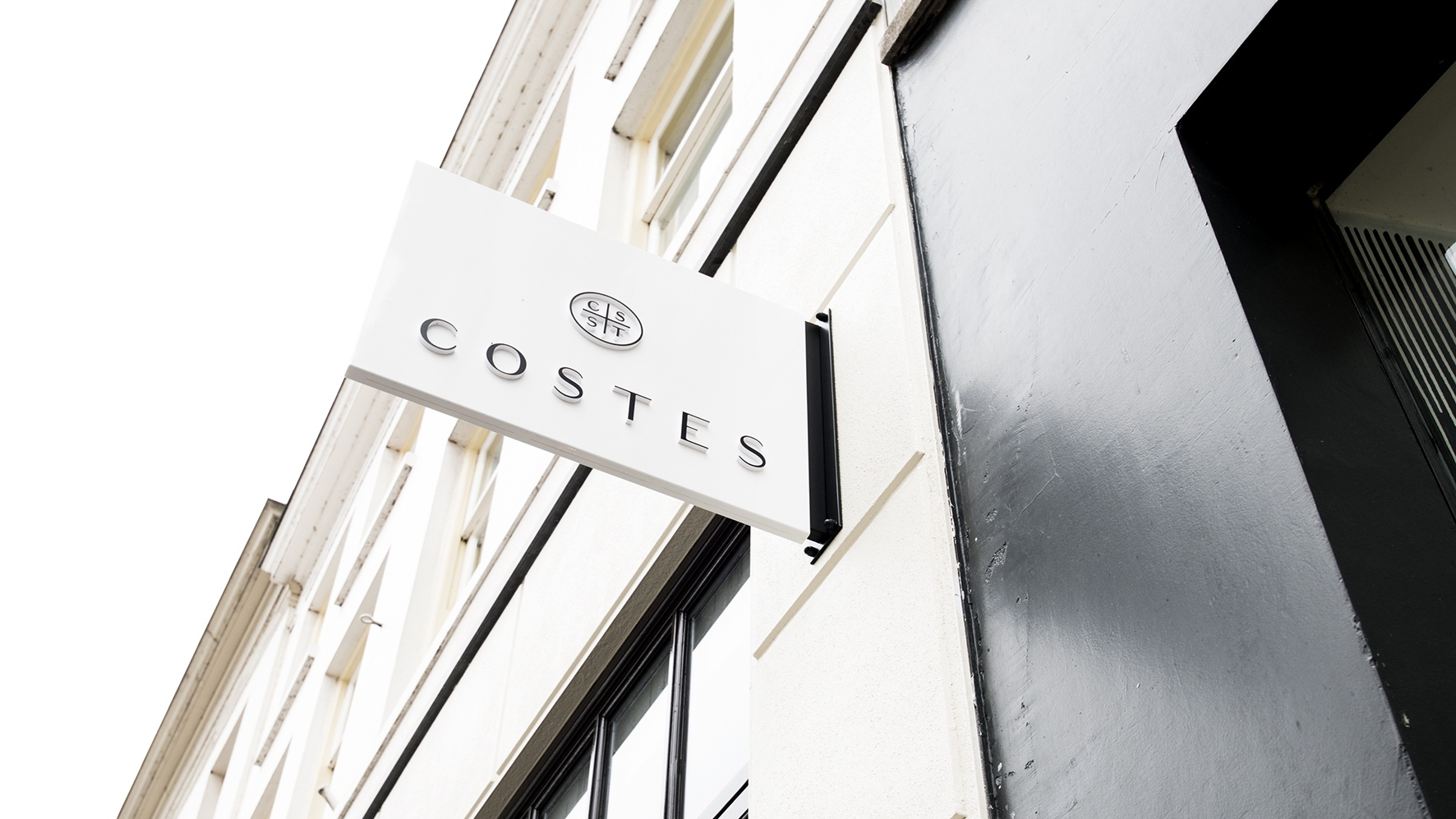 Costes breidt internationaal uit